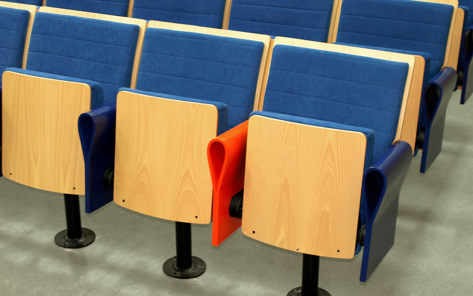 Projekte sessel f r auditorien und kongre euro seating - Muebles cordoba espana ...