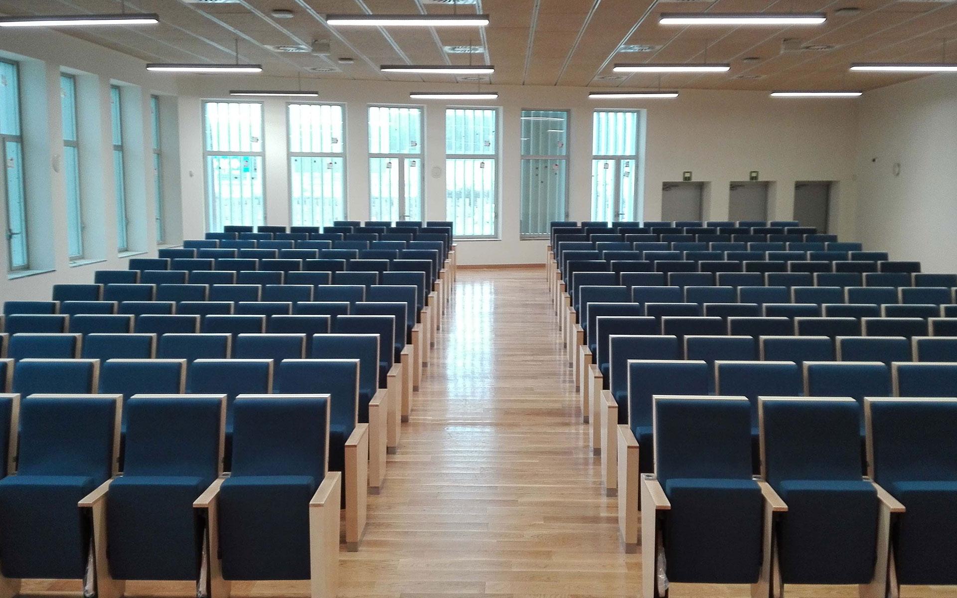 Proyectos butacas para auditorios euro seating for Universidad de moda barcelona