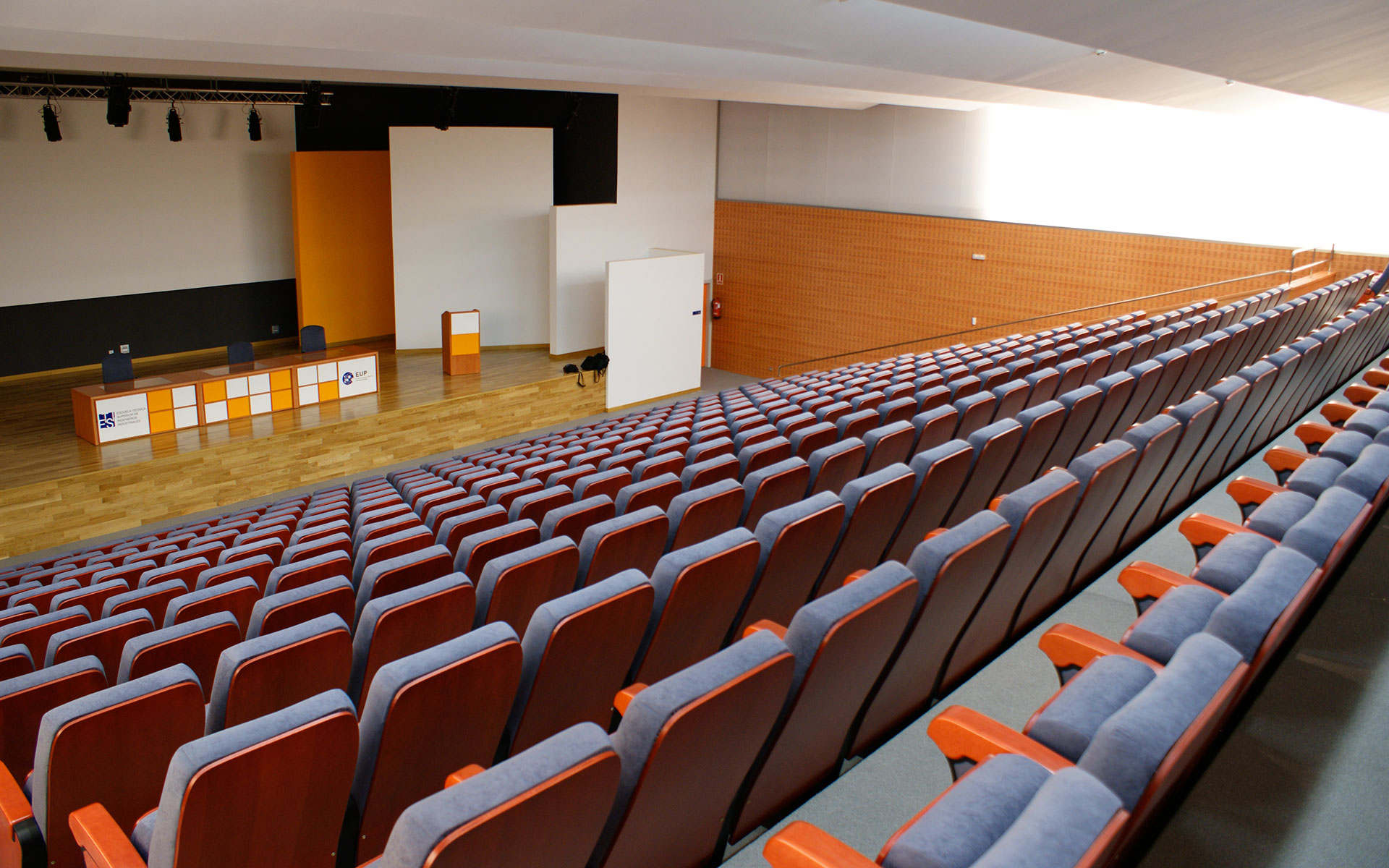 Projects seats for auditorium and congress euro seating - Ingenierias en malaga ...
